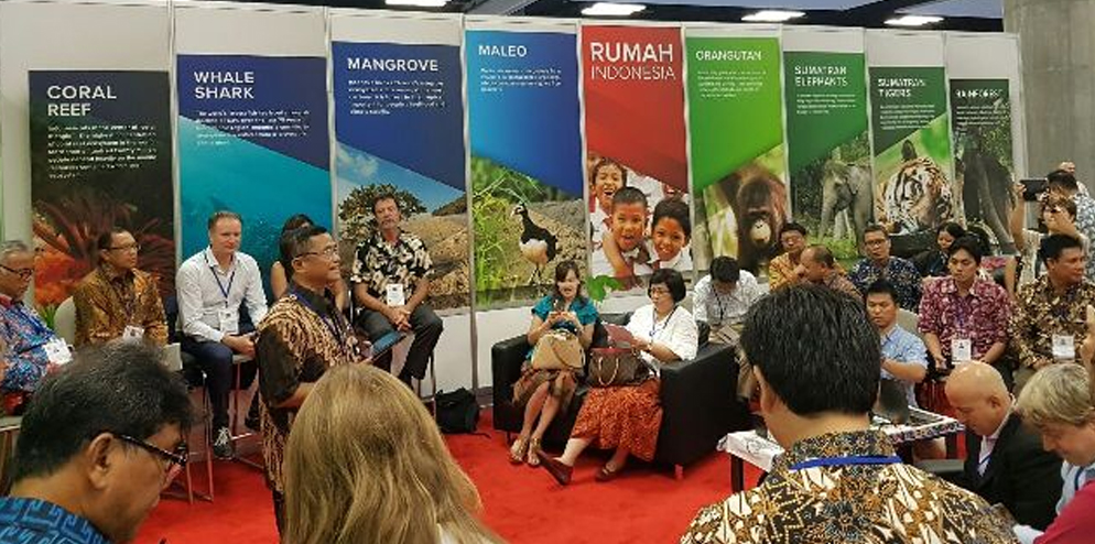 Discussion at the Indonesia Pavilion at IUCN Congress.