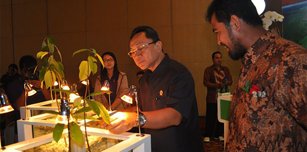 Indonesian Minister of Forestry Zulkifli Hasan launched a multi-year restoration programme.