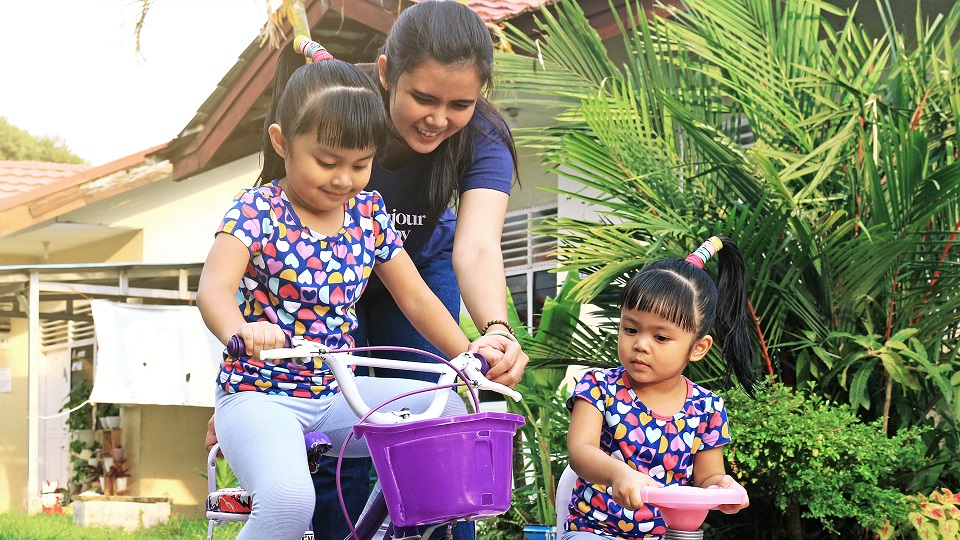 Cessika dan kedua putrinya